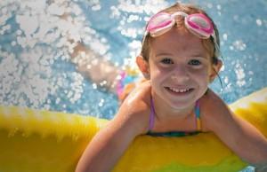 Dieťa a bazén