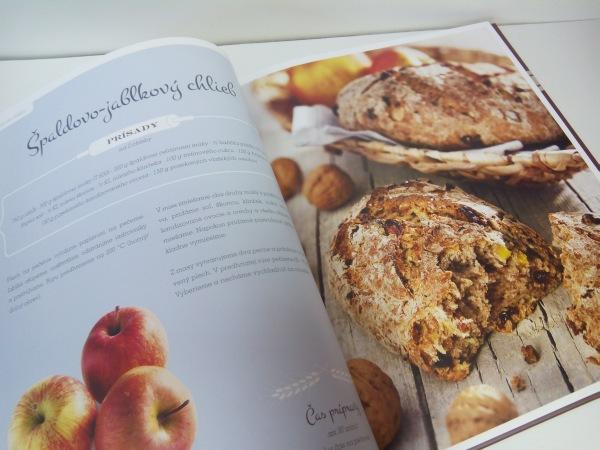 Veľká kniha o pečení chleba špaldovo jablkový chlieb