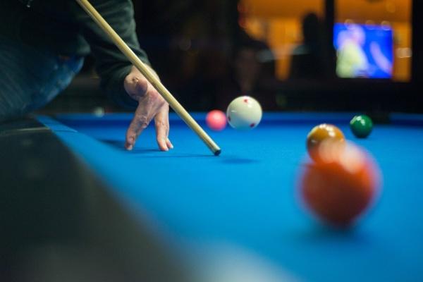 Billiardový stůl v obýváku jako součást interiéru