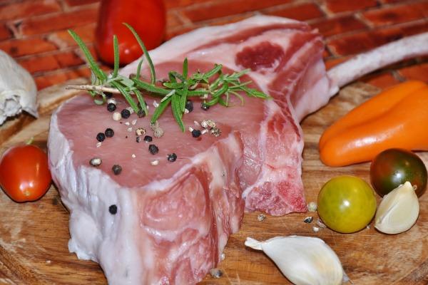 Surové mäso na kotlety