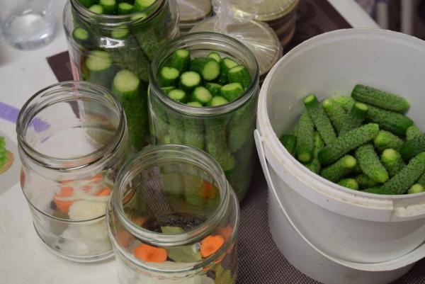 Zaváranie uhorky nakladačky