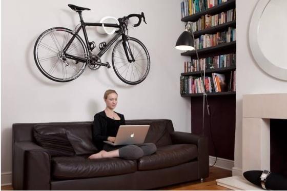 Zavesenie bicykla ako interiérový doplnok