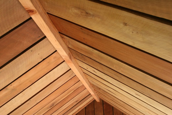 Drevená strecha, stavba