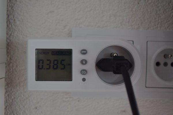 merač spotreby elektrickej energie a príkonu