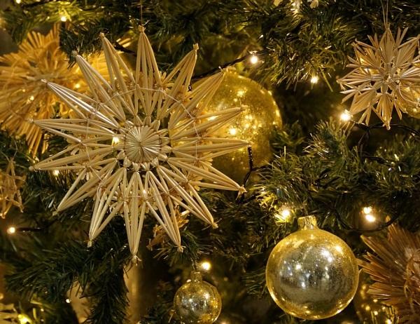 Slamené vianočné zdoby na stromček