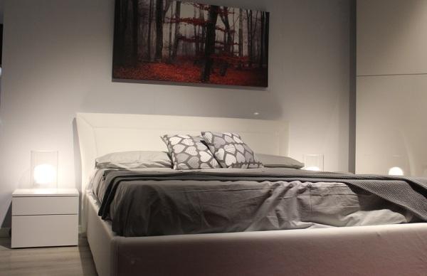 Nočný stolík alebo nočné stolíky