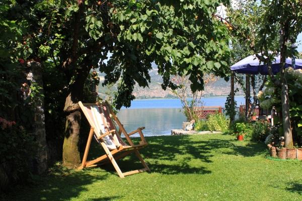 záhrada a breh jazera