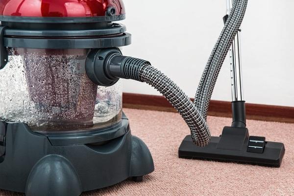 klasický vysávač s vodným filtrom