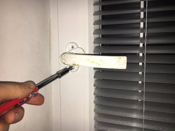 Plastové okno a oprava kľučky