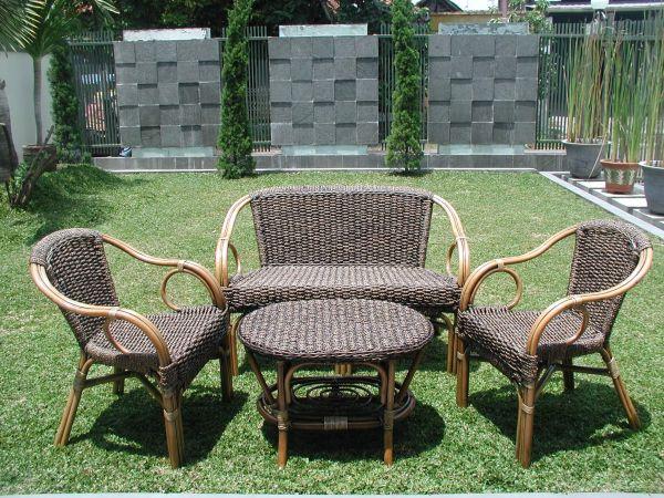 ratan a ratanový nábytok na záhradu a terasu
