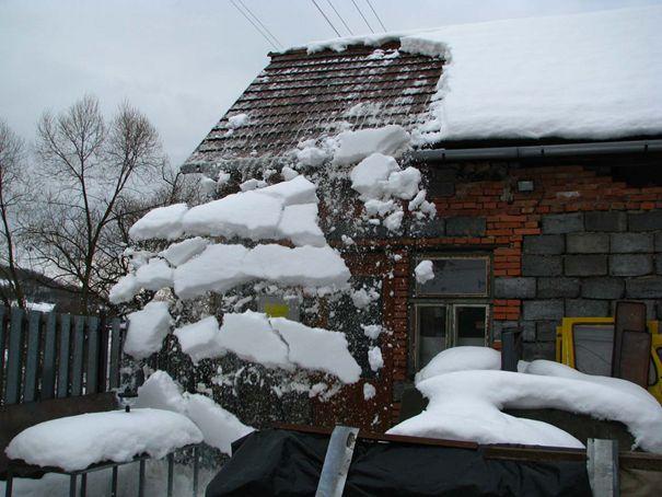 Strecha a zábrana proti snehu, sneholamy