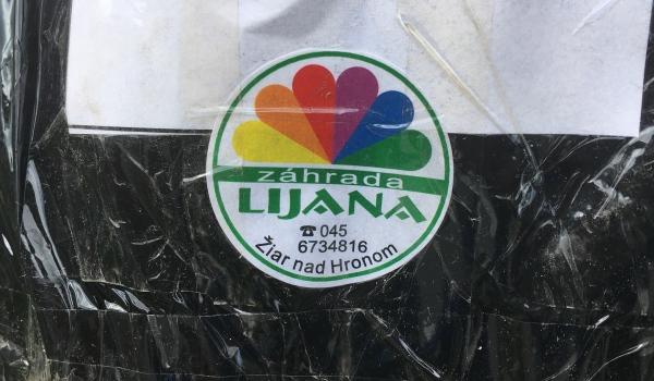 Foto: zásielka má svoju korporátnu nálepku Záhrada lijana