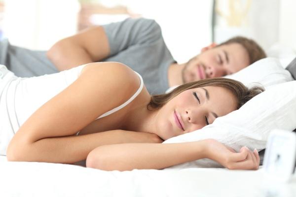 posteľ a spánok