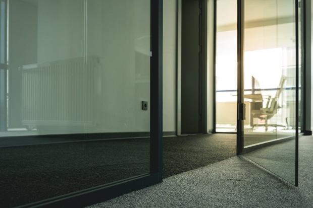 koberec kancelárie a priechodný priestor