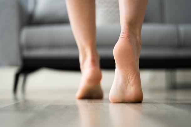 Nohy na novej podlahe