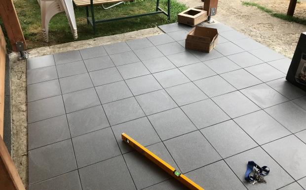 altánok a podlaha dlažba gresová